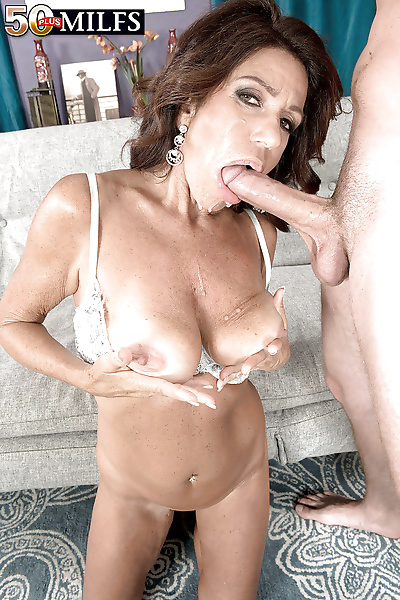 Mature mom Layla LaMora..