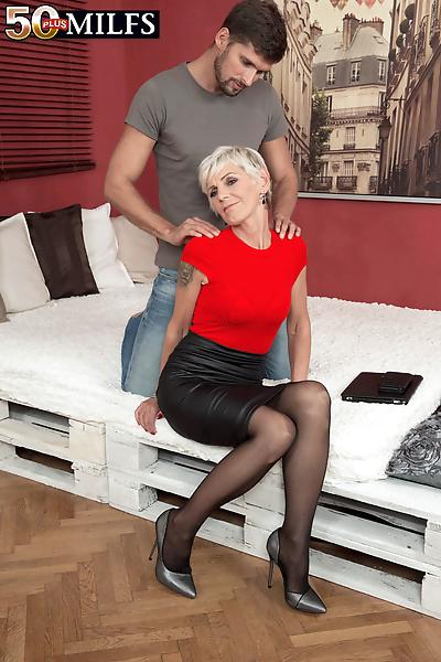 Horny mature woman Nicol..