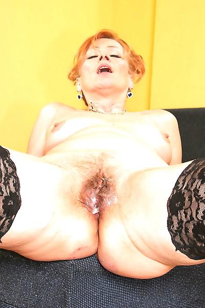 Sexy granny loves fucking..