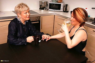 Two lesbian housewives get..