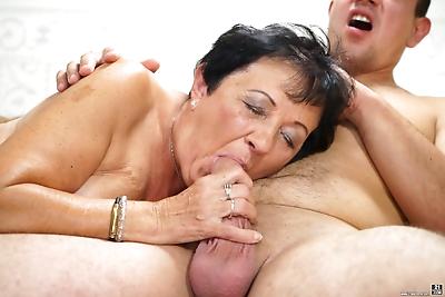 BBW granny with natural tits..
