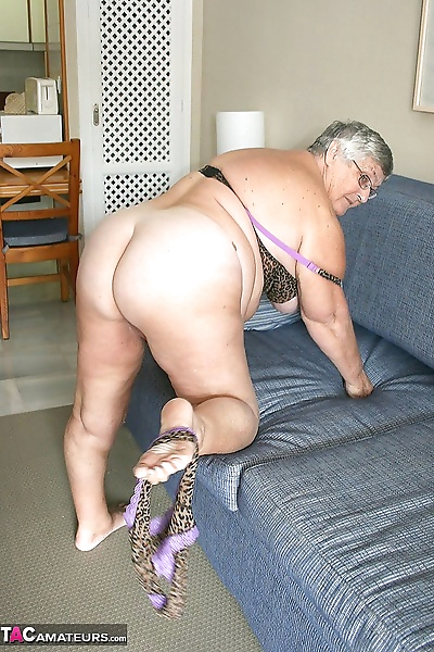 Huge fatty granny baring her..