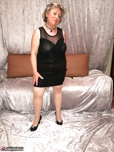 Horny granny Caro hikes up her dress to masturbate in nylons and heels