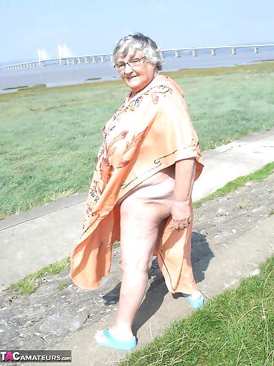 Geeky Grandma Libby flashing..