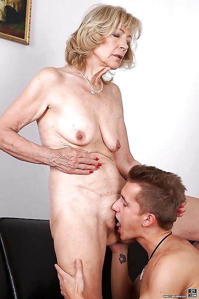 Cougar Szuzanne gets nipples..