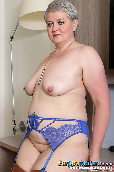 Chubby granny in nylons..