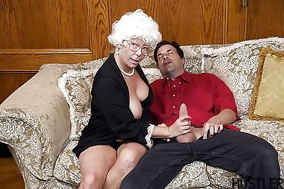 Aged pornstar Karen Summer..