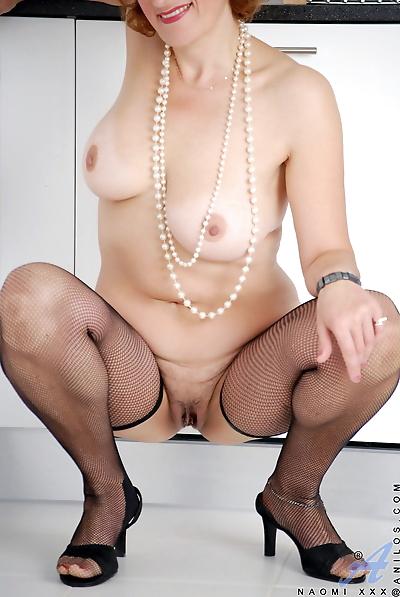 Busty mature slut Naomi Xxx..