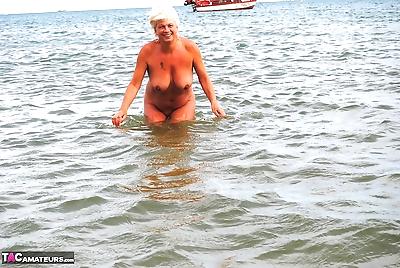Mature granny Dimonty skinny..