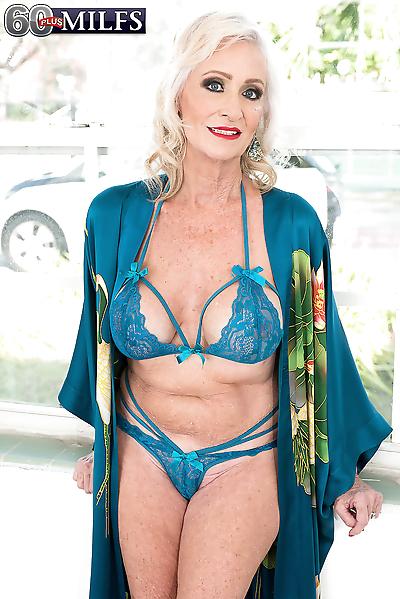 Sexy nan Leah LAmour..