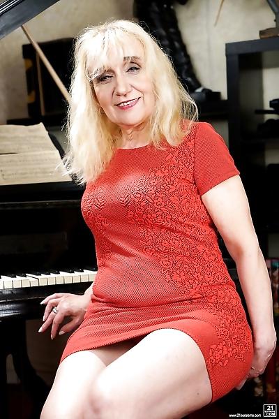 Horny blonde granny piano..