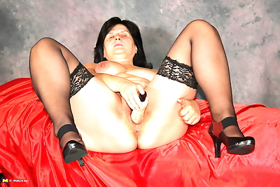 Check out this horny mature..