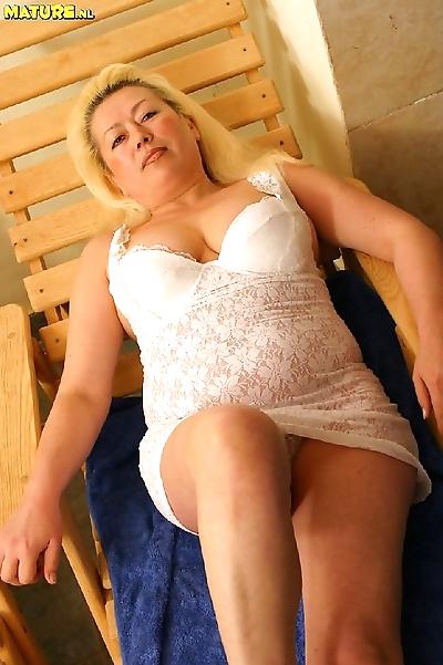 Horny blonde mature fucking..