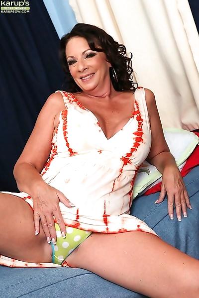 Sexy mature woman margo..