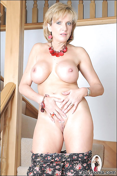 Long mature lady sonia shows..