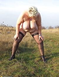 Public amateur peeing housewife - part 412