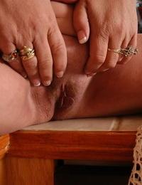 Mature blond granny Ivy masturbating her nicely shaved vagina